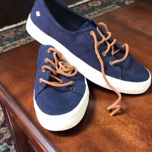 Speery blue deck shoes